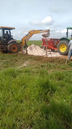 Distribuição de Calcário e preparação de solo para plantio